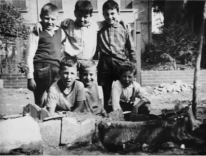 In piedi da sin: Carlo Arcangeli, Valeriano Cavallari, Claudio Cocchi. Seduti da sin: Vanes Mimmi, Claudio Caprara, Gledis Bona. Fotografo: Enzo Mimmi. Anno 1966